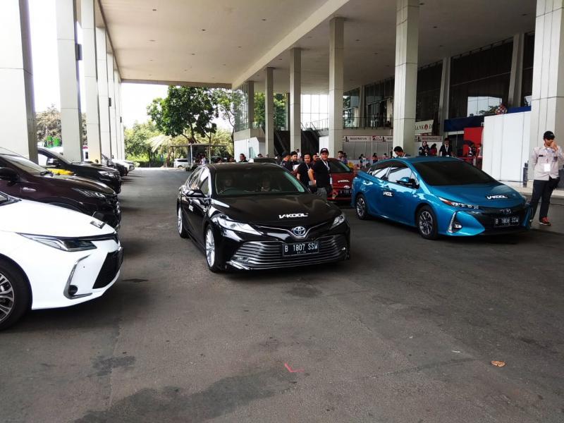 Para anggota TOC juga berkesempatan mendapatkan pengalaman merasakan berkendara mobil-mobil Hybrid Electric Vehicle (HEV) Toyota yang sengaja dihadirkan pada Toyota Jamboree 2019. (anto).