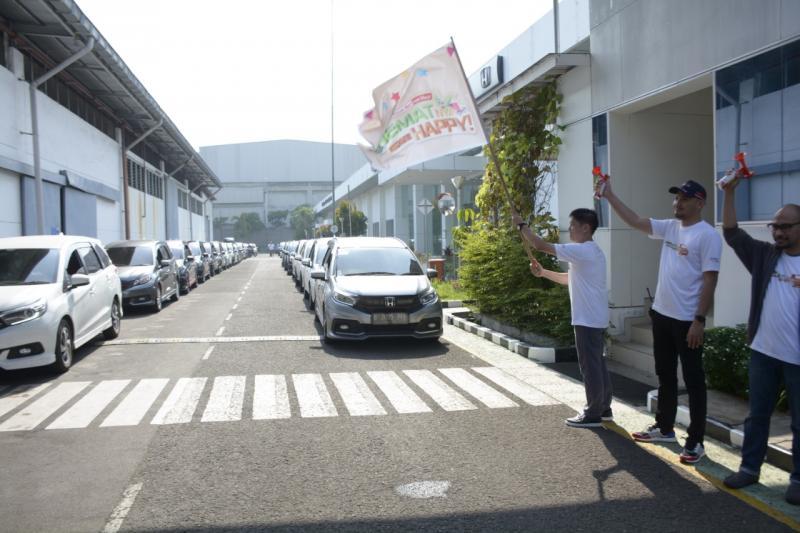 Yulianto yang berasal dari komunitas Mobilio Community (Mobility) berhasil mencatat konsumsi bahan bakar 28 km/liter, mengalahkan rekor sebelumnya yaitu 26,8 km/liter. (dok. HPM).