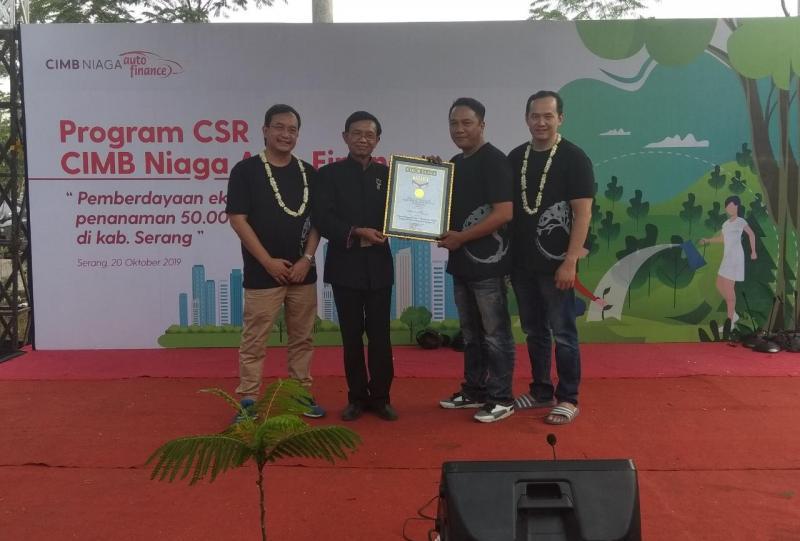 Paling terkini di bidang corporate social responsibility, CNAF berhasil meraih penghargaan dari Museum Rekor - Dunia Indonesia untuk program CSR Kategori Pemberdayaan Petani Terbanyak se-Kabupaten Serang, Banten. (anto)