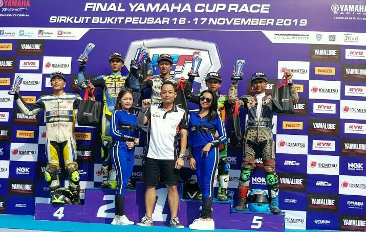 Para pemenang Yamaha Cup Race di sirkuit Bukit Puesar Tasikmalaya