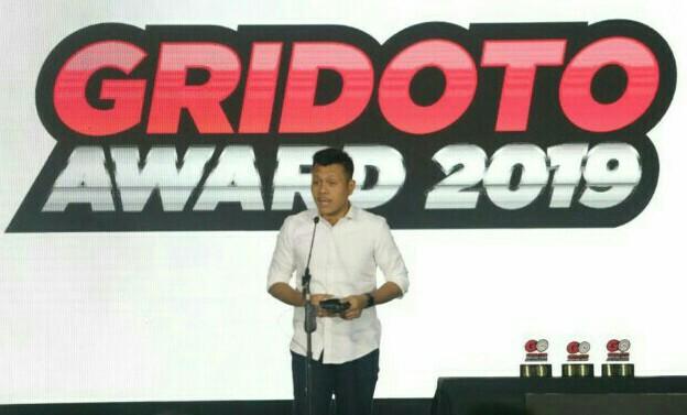 Harold Donnel saat menyampaikan speech di GridOto Award 2019