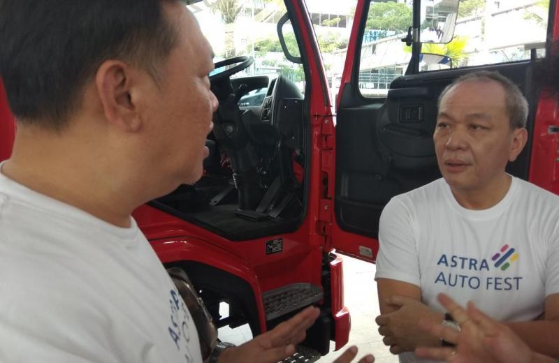 Suparno Djasmin (kanan), lebih dari separuh pengguna mobil penumpang di Indonesia pakai kendaraan dari Astra. (anto)