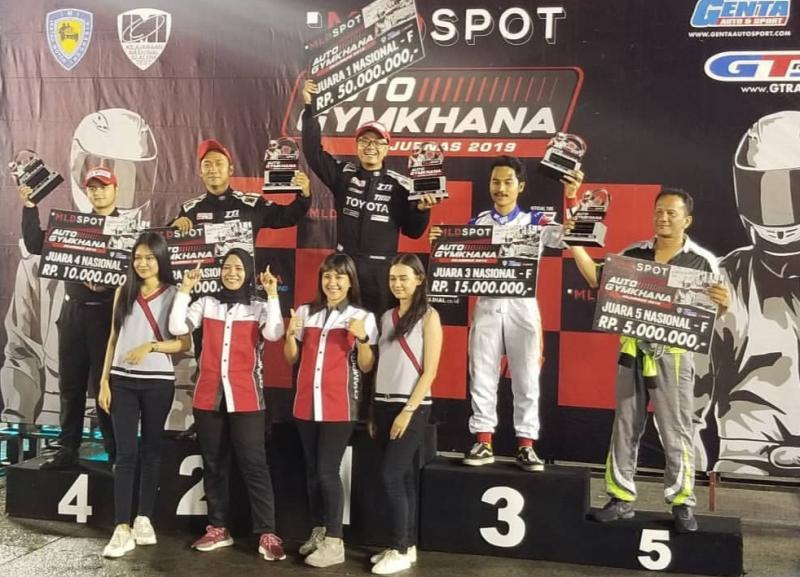 Juara umum kelas F, Anjasara Wahyu mendapat hadiah Rp 50 juta. (Foto :TTI)