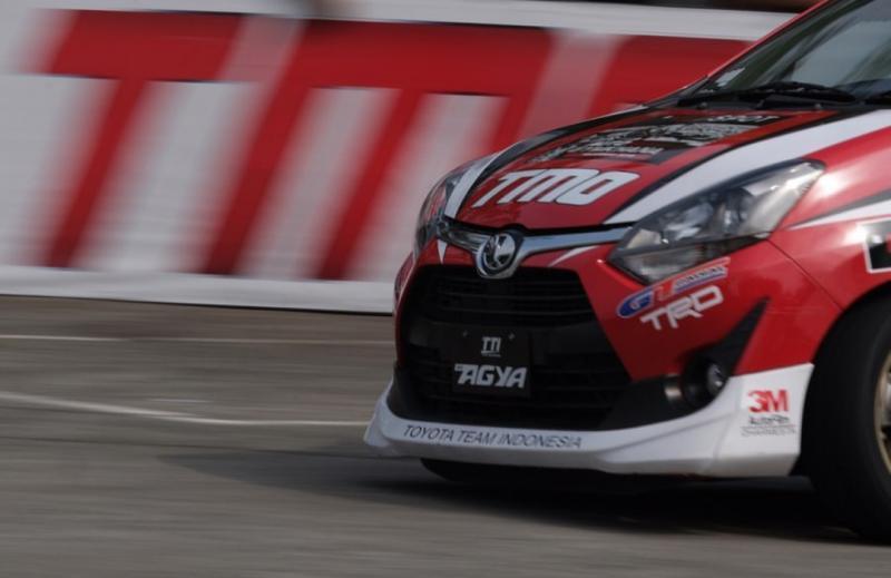 Toyota New Agya, andalan kuartet Toyota Team Indonesia TRD di ajang auto gymkhana. (foto : toyotatti)