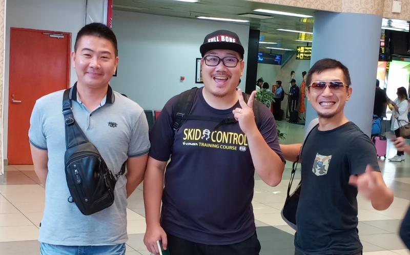 Peslalom Taiwan didampingi manajer tim Ko Po Wen bertekad kalahkan peslalom Indonesia. (foto : bs)