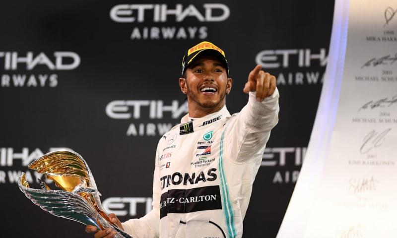 Lewis Hamilton usai memenangi GP Abu Dhabi di UEA, Minggu (1/12). Siap hijrah dari Mercedes ke Ferrari? (Foto: theguardian)