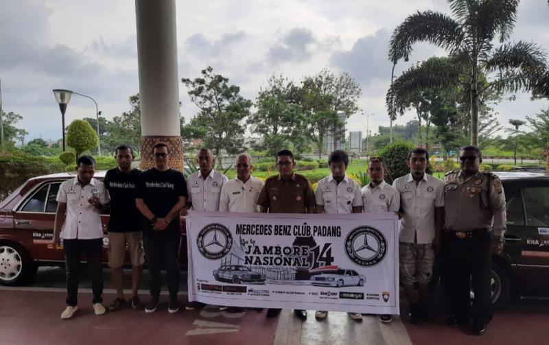 Wawako Padang flag off komunitas MBCP ke Yogyakarta. (Foto : ende).