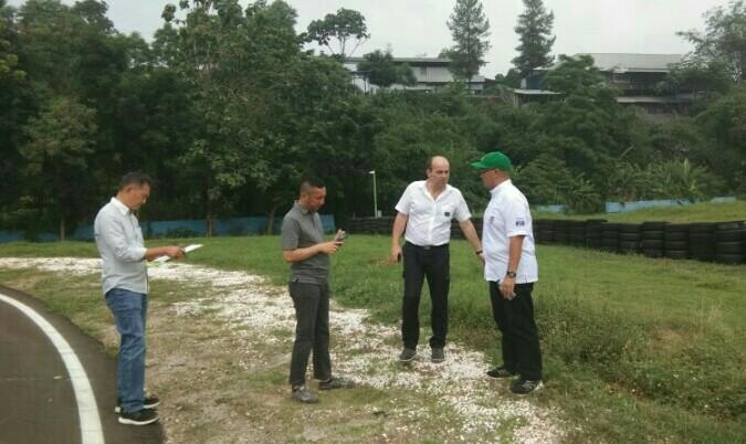 Perwakilan CIK meninjau SIKC Circuit didampingi Donny Sarwono, Irawan Sucahyono serta Kemas Haikal