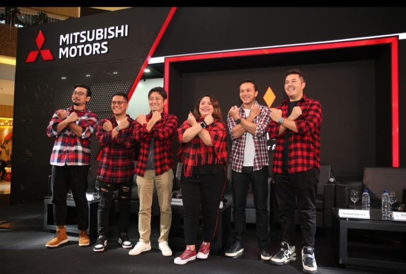 Naoya Nakamura dan Intan Vidiasari bersama 4 influencers Mitsubishi Xpander Cross