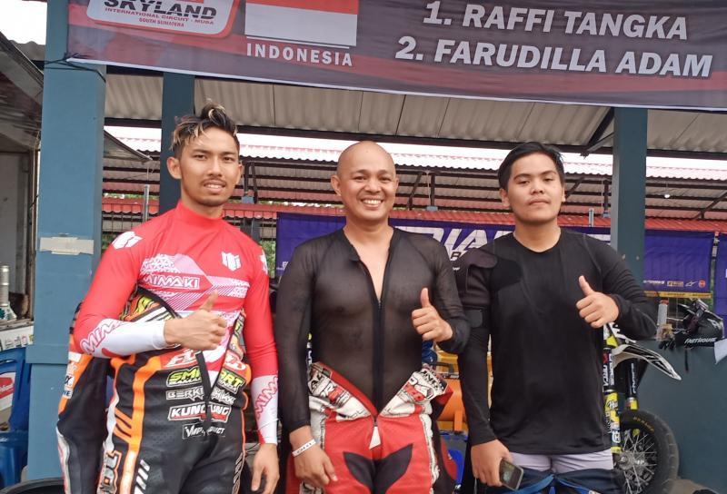 Dari kiri Farudila Adam, Pedro dan Raffi Tangka, andalan tim Indonesia. (Foto : bs)