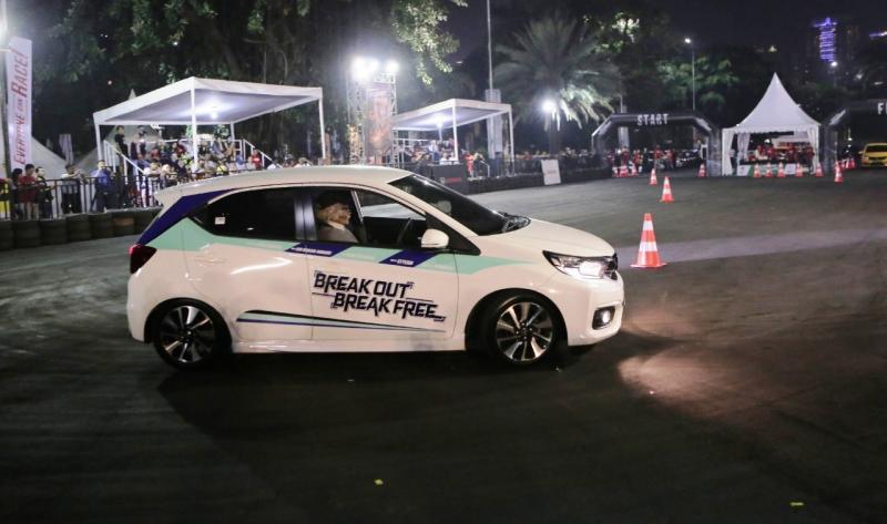 Totalitas peserta dalam persiapan seri final ini cukup untuk menggambarkan antusias partisipan yang sebagian besar anak muda ini terhadap New Honda Brio. (anto)