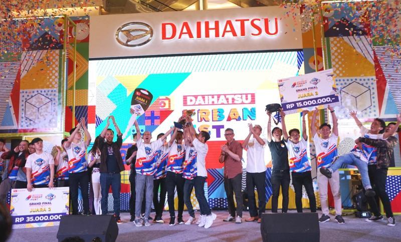 Selebrasi dan keriangan para pemenang kompetisi AoV di acara Daihatsu Urban Fest 2019 di Kota Kasablanka, Jakarta. (ist)