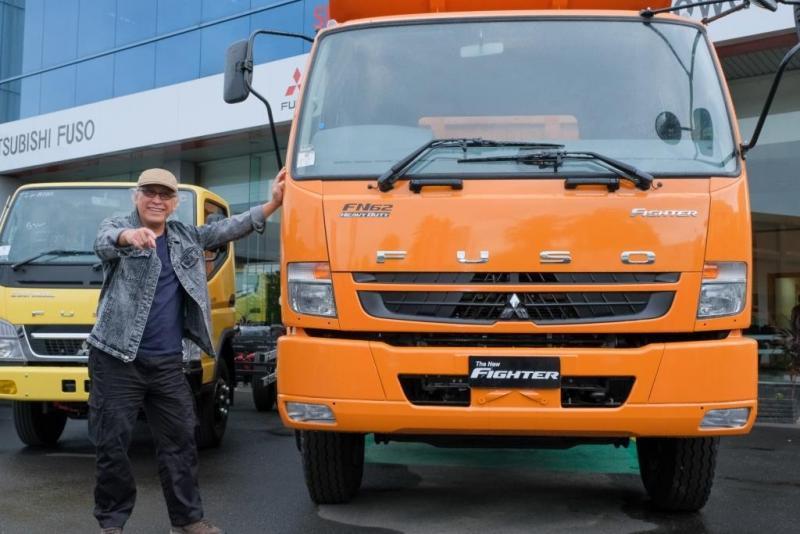 Acara Truck Campaign 2019 juga diramaikan oleh beragam artis Indonesia diantaranya Cita Citata, Uut Permatasari, Fitri Carlina, hingga Brand Ambassador Mitsubishi Fuso Iwan Fals yang hadir untuk bertemu langsung konsumen di Makassar. (ist)