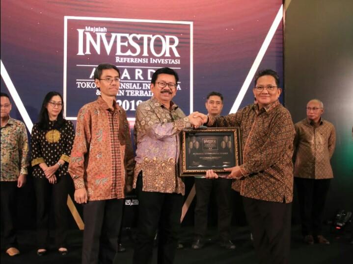 Yulian Warman menerima langsung penghargaan Investor Award 2019