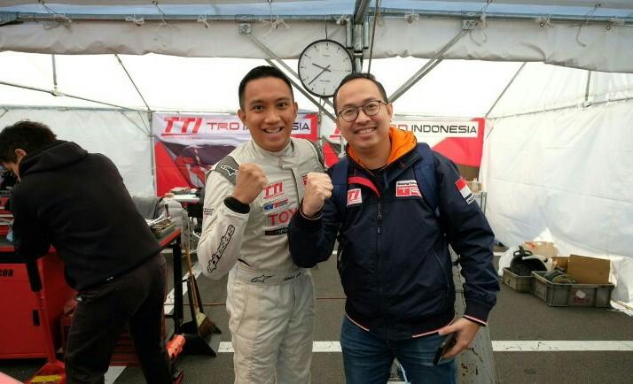 Arie Awan dan Demas Agil di Paddock TTI, Fuji Speedway Jepang. (foto : agung TTI)