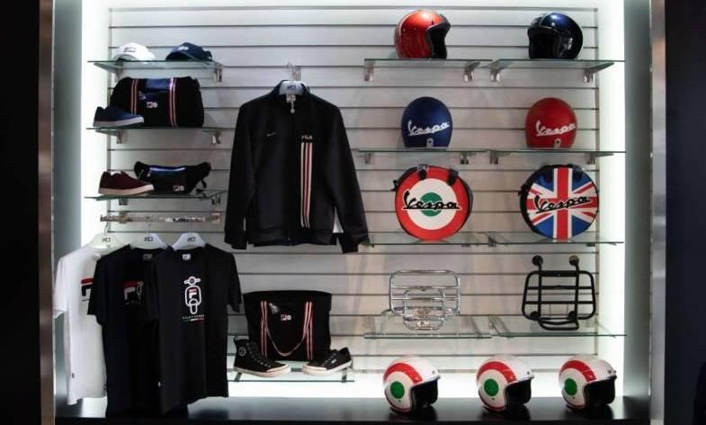 Koleksi Fila x Vespa yang terdiri produk apparel dan merchandise yang kontemporer, unik, dan tentunya bisa dipersonalisasikan. (ist)