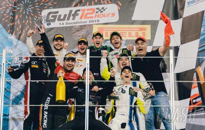 Trio Valentino Rossi, Luca Marini dan Alessio Salucci di podium Gulf 12 Hours. (Foto: crash)