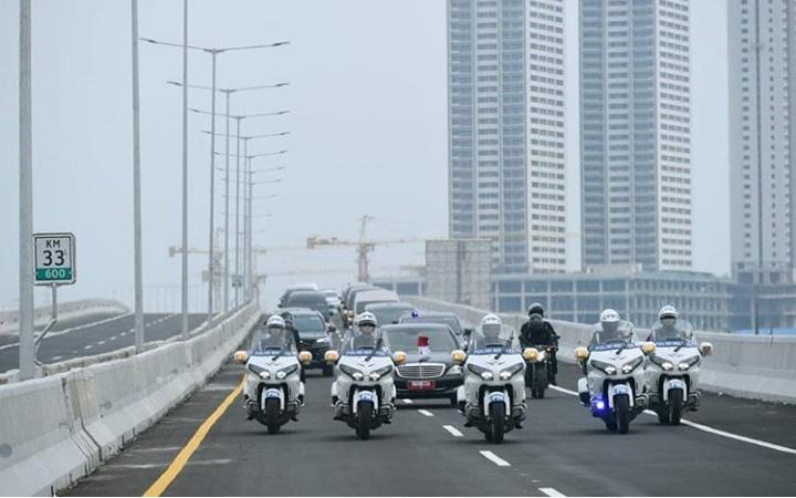 Presiden Joko Widodo meresmikan Jalan Tol Elevated Jakarta - Cikampek II pada Kamis (12/12/2019). (ist)