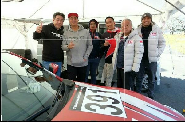 Dimitri Fitra Ditama (kedua dari kiri) bersama skuad TTI dan TRD di Toyota Gazoo Racing Festival 2019