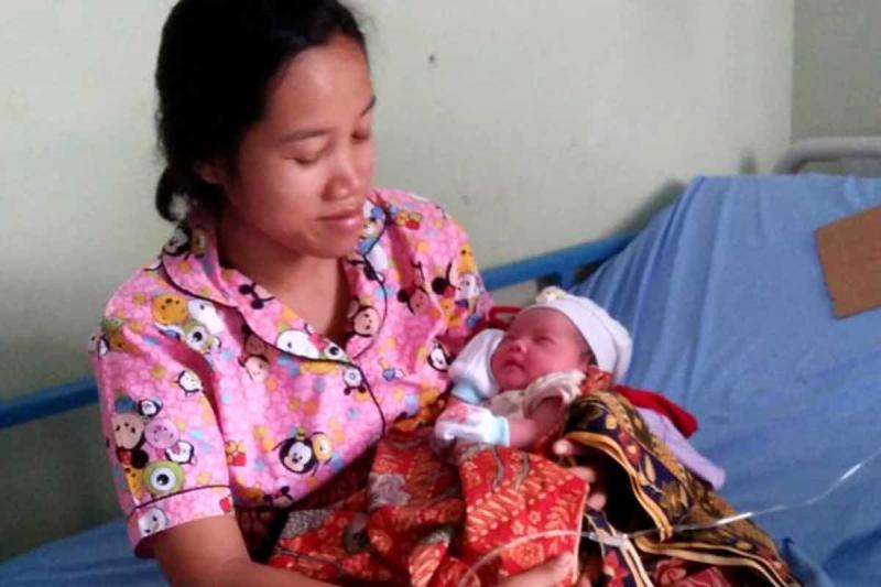 Berkat AMMDes ambulance feeder, ibu Sarwiyah melahirkan bayinya dengan selamat