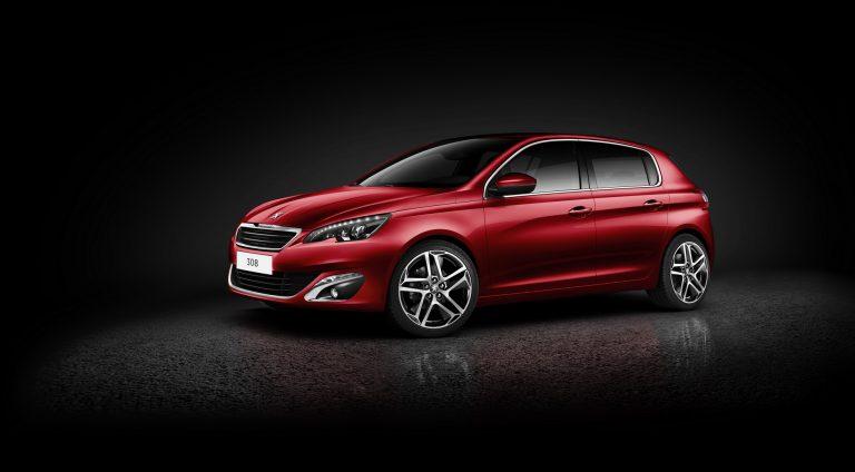 Generasi terbaru Peugeot 308 bakal lahir sebagai mobil PHEV, model EV masih dalam pertimbangan (foto: carscoops)