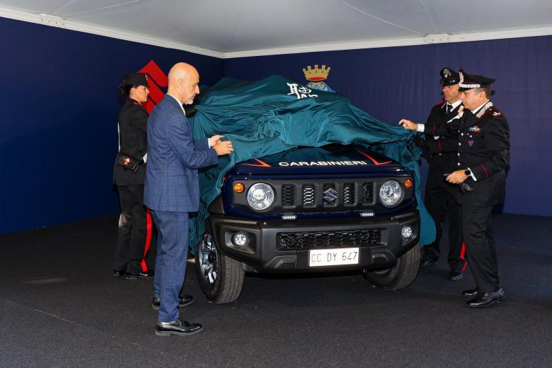 Kepolisian Italia pilih Suzuki Jimny sebagai mobil patroli (foto: carscoops)