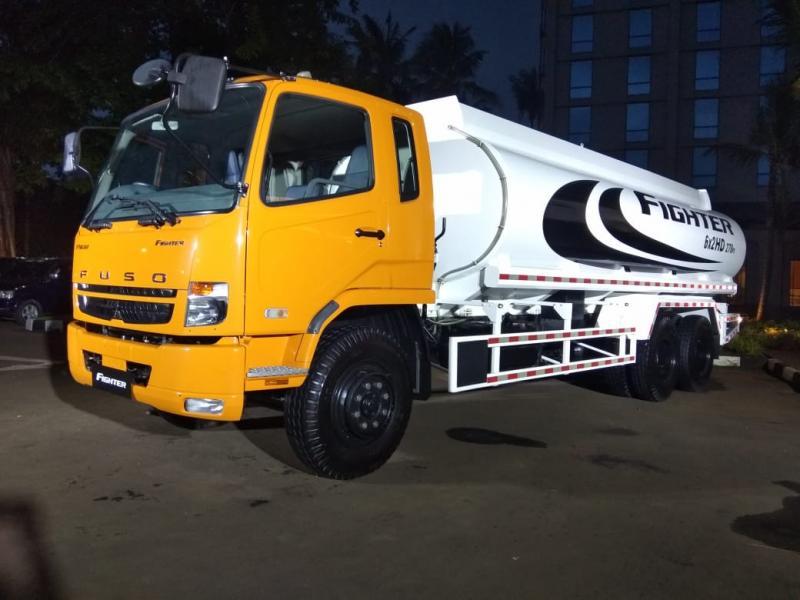 Kesembilan varian truk baru ini adalah tipe Fighter, model medium duty truck (MDT) terbaru dari Mitsubishi Fuso. (anto)