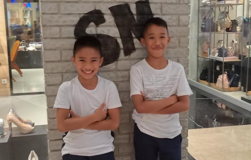 Calvin dan Aditya Wibowo, mengisi hari libur dengan nge-mall di Pondok Indah Mall