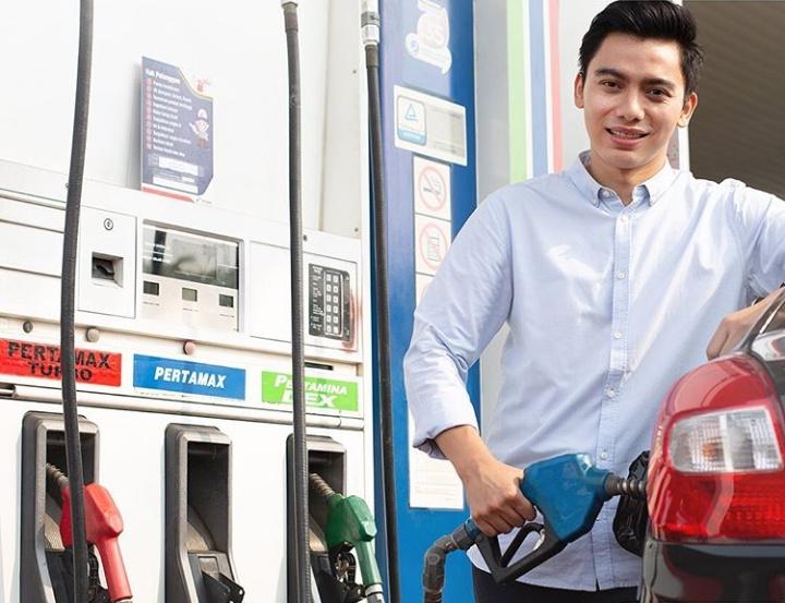 Penyesuaian dan penurunan harga yang dimaksud adalah untuk BBM Pertamina jenis Pertamax, Pertamax Turbo, Pertamina Dex dan Dexlite. (pertaminafuels)