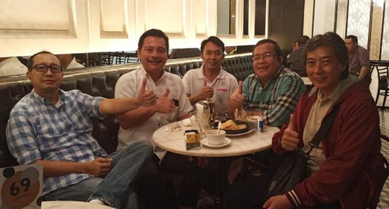 Dari kiri Budi Santen, James Sanger, staf James, Riduan Tumenggung dan Frans Tanujaya