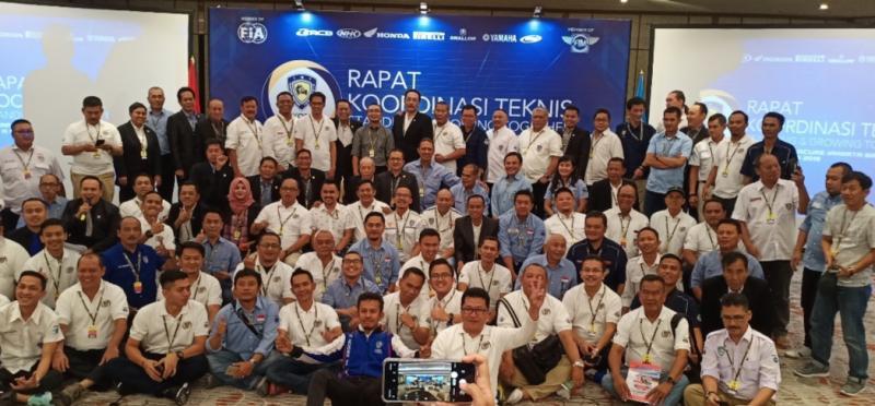 Sadikin Aksa di antara para Ketua dan Pengurus IMI Provinsi se-Indonesia. (Foto : bs)