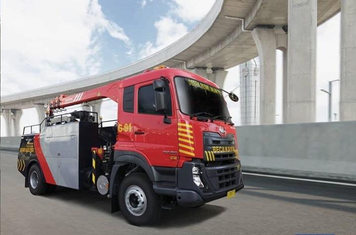 Armada truk derek yang diandalkan memakai basis UD Trucks Quester CKE 250 yang sudah dilengkapi peralatan derek mumpuni. (astraudtrucks)