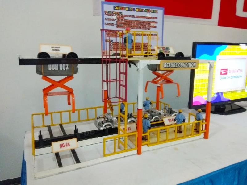 Salah satu maket inovasi proses kerja produksi karya anak bangsa yang ditampilkan Daihatsu. (anto)