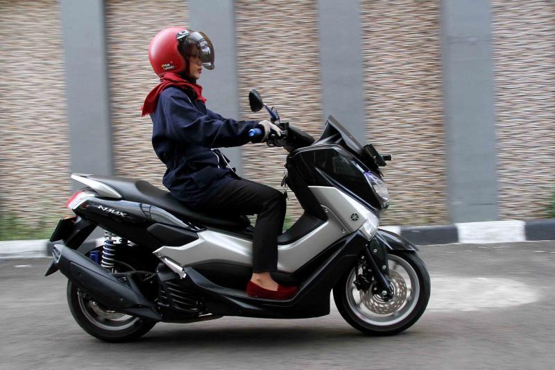 Lady Bikers Wajib Paham 5 Hal Ini, Saat Naik Matik Gambot