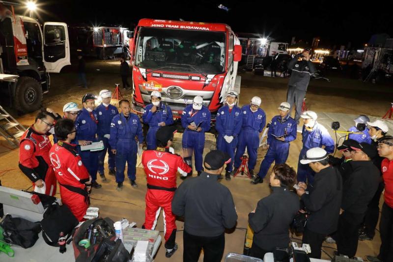 Briefing persiapan Hino Team Sugawara sebelum memulai Rally Dakar 2020. (dok. HMSI)