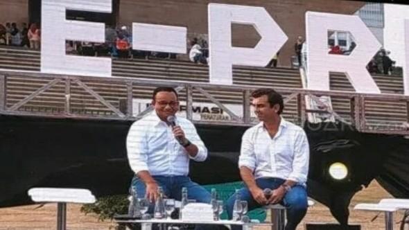 Anies Baswedan dan Alberto Longo (Co-Founder & Chief Championship Officer Formula-E) saat preskon di Monas, November lalu.