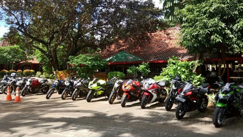 Jajaran motor sport Eropa dan Jepang jadikan Warung Solo sebagai destination saat Sunmori hari ini