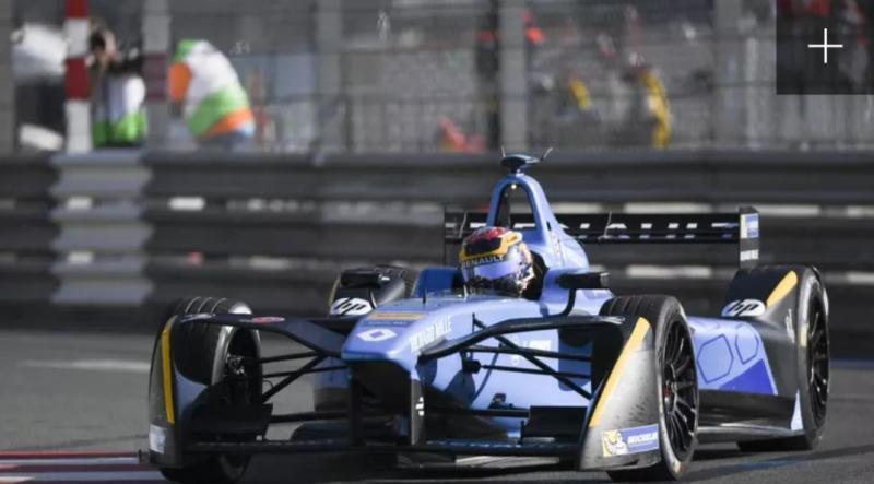 Balap mobil listrik Formula E Jakarta dengan anggaran yang tumpang tindih.