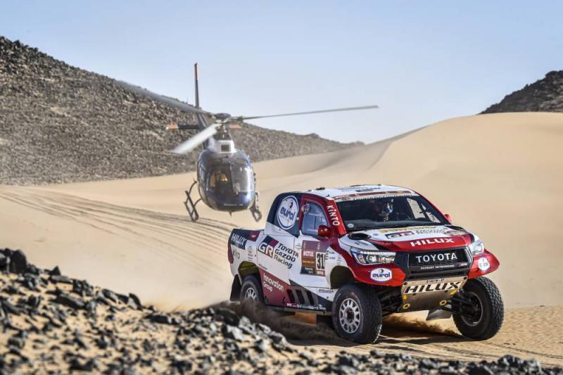 Dari F1 ke Rally Dakar, Fernando Alonso makin sangar di balik kemudi Toyota Hilux. (Foto: dakar)