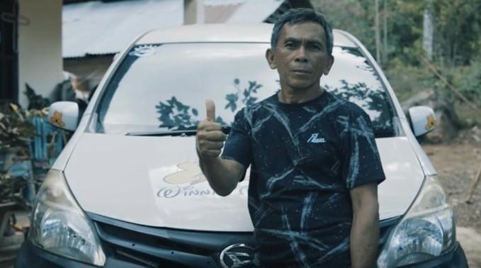 Djody James Riwung, petani kopra asal Sulawesi Utara yang selama 20 tahun mempercayakan pilihan kendaraan dengan Daihatsu. (foto : adm)
