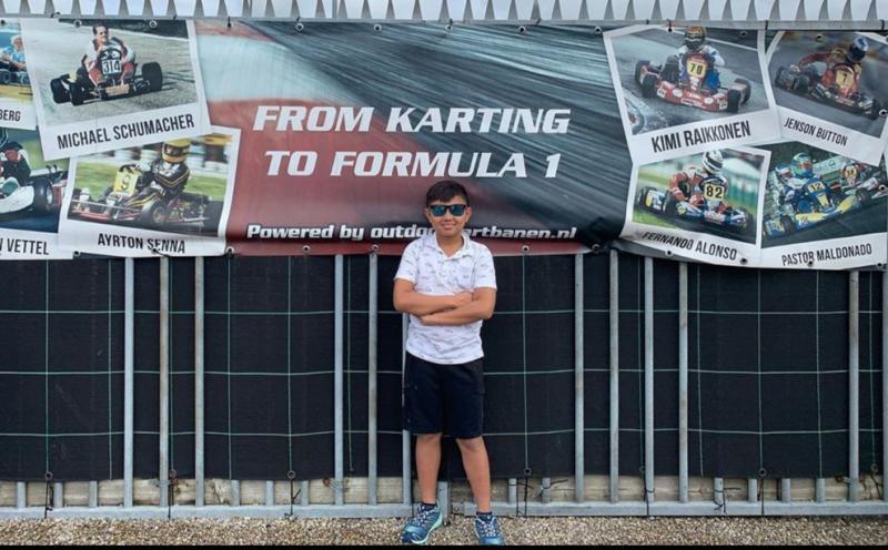 Kanaka Azarel Gusasi ketika di Belanda, negara asal Max Verstappen pembalap F1 idolanya. (Foto : dok pribadi)