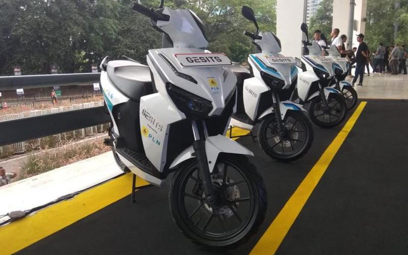 Dalam gelaran IIMS Motobike Expo 2019 yang digelar di Istora Senayan, Jakarta pada awal Desember 2019 lalu menampilkan sejumlah merek motor listrik. (anto)