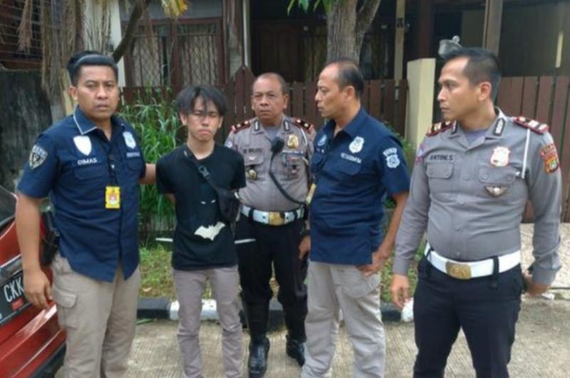 Ade Permainan ditangkap di rumahnya, Vila Pamulang Mas, Tangerang Selatan