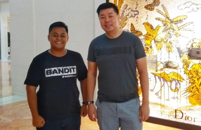 Jonfis Fandy (kanan) bersama Anto, Editor Mobilinanews (kiri), pertemuan pertama pasca pengunduran diri Jonfis dari Honda dan di awal 2020. (Michael)