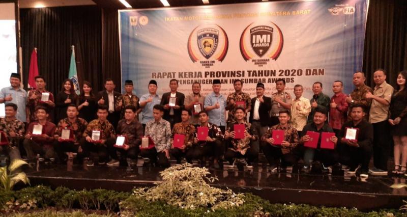 Inilah para penerima IMI Award 2019 Sumatera Barat. (Foto : ende)
