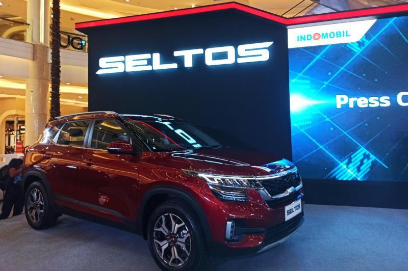 Kehadiran line-up baru dalam segmen SUV dari KIA ini sekaligus membuktikan eksistensi merek KIA di industri otomotif Indonesia. (anto)