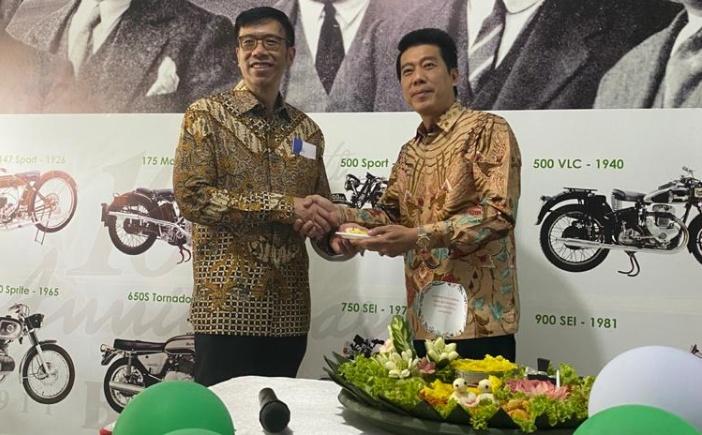 Steven (kanan), di tahun 2020 ini kami akan membuka banyak dealer baru lagi di pulau besar lainnya di wilayah Indonesia. (ist)