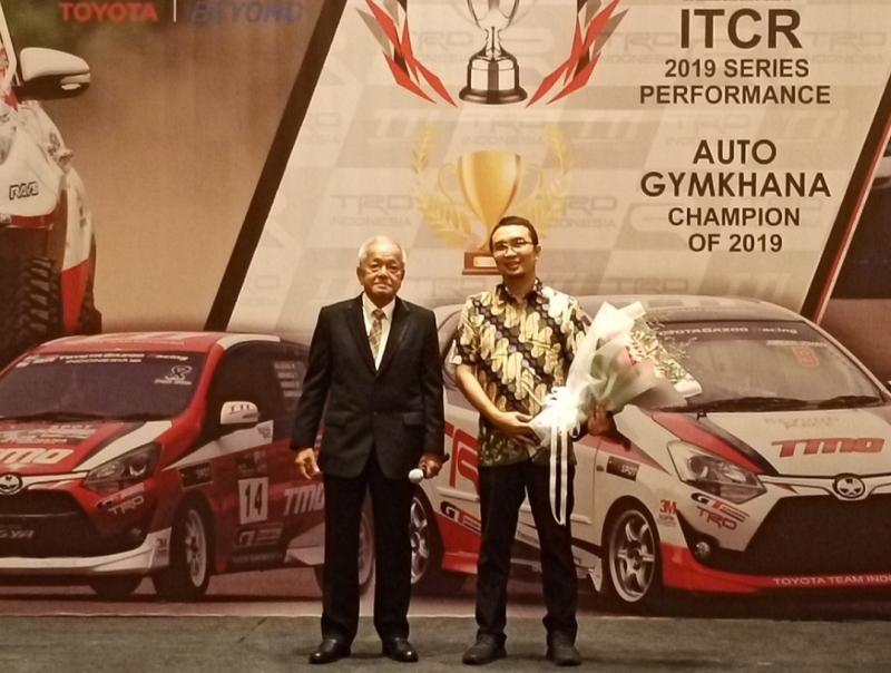 Sadikin  Aksa dan Memet Djumhana di malam apresiasi Toyota Team Indonesia di Holiday Iin hotel Kemayoran Jakarta. (Foto : bs)