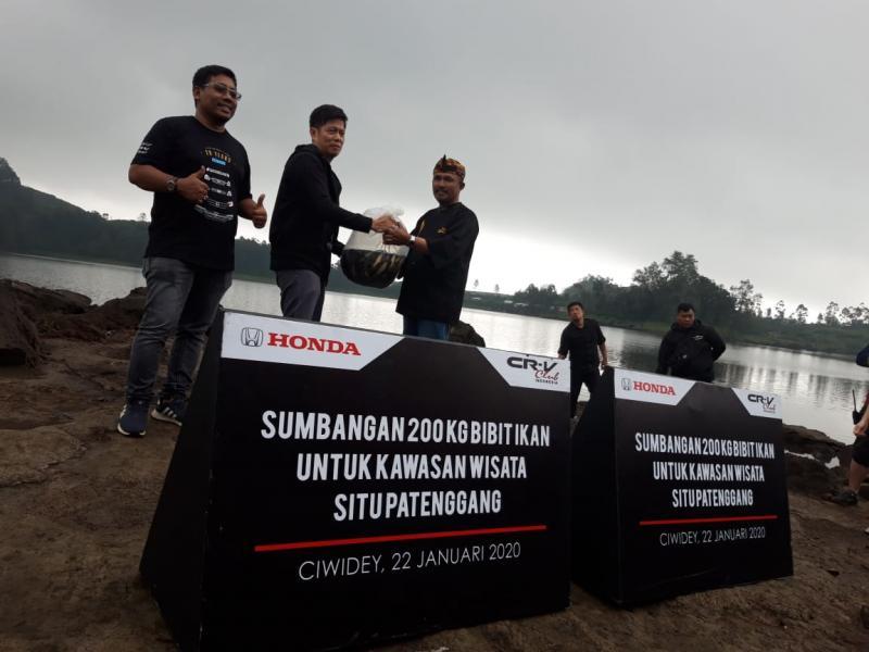 PT Honda Prospect Motor (HPM) sumbang 200 kg ikan air tawar untuk dilepas di danau Situ Patenggang Jawa Barat