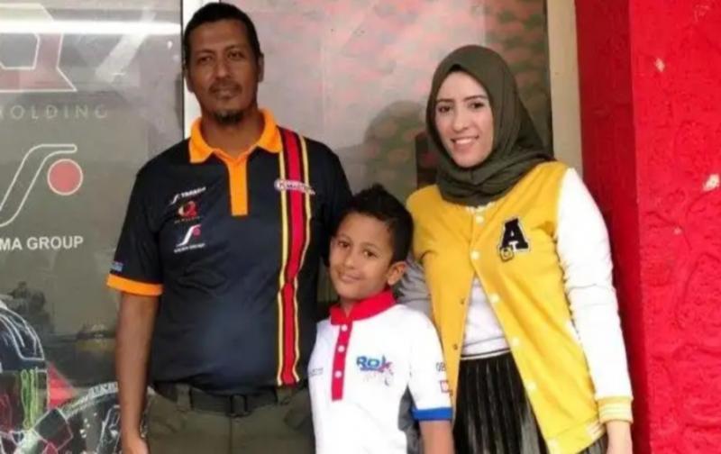 Qarrar bersama dua orang tuanya yang mensupport total ke ajang balap. (Foto : ist)